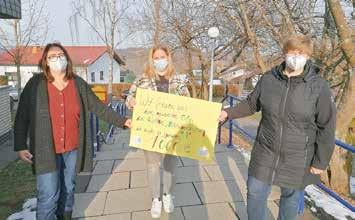 Von links nach rechts: stellvertretende Kita-Leitung Tanja Mizzi, Vorsitzende des Elternbeirates Annika Neef und Ortsbürgermeisterin Iris Wagner bei der Spendenübergabe